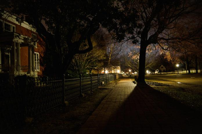 evening streets of colonial williamsburg